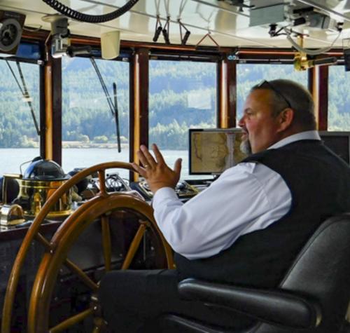 Comandantul și interacțiunea socială de la bord